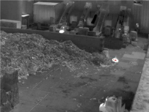 Initial fire in a paper mill: The infrared camera PYROVIEW has detected an area that exceeds the preset temperature threshold. This area is marked red in the thermal imaging software PYROSOFT FDS.