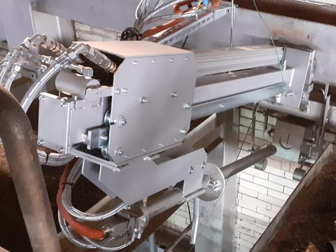 PYROINC with automatic retraction system on a glass melting furnace